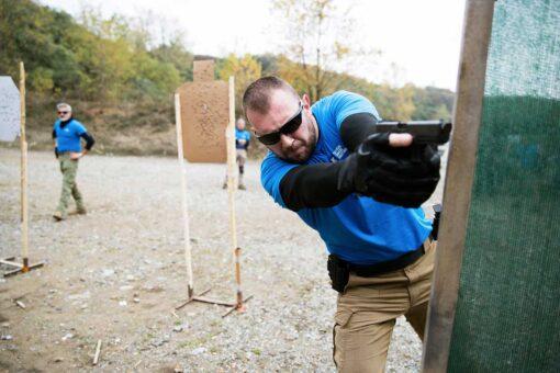 manuel spadaccini insegna ad un corso tiro operativo tcs